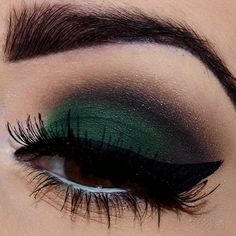 emerald green cat eye makeup. #nailart #makeup #lips #eyes #face #nails #beauty