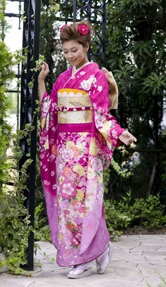 kimono at DuckDuckGo Traditional Japanese Kimono, Traditional Fashion, Traditional Dresses, Kimono Japan, Kimono Fashion, Ethnic Fashion, Cute Kimonos, Long Sleeve Kimono, Modern Kimono