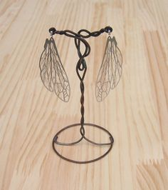 ★ハチの羽のピアスセット★繊細で綺麗なピアスです。・このピアスは極薄のステンレスの板・一枚だけで作られています。ぱっと見て、どうやって作ってるの~???ってほ...|ハンドメイド、手作り、手仕事品の通販・販売・購入ならCreema。