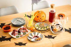 Zdrowe, fit przekąski na imprezę Halloween – nie tylko dla dzieci ;) Table Settings, Cheese, Table Decorations, Halloween, Fit, Furniture, Home Decor, Holidays, Decoration Home