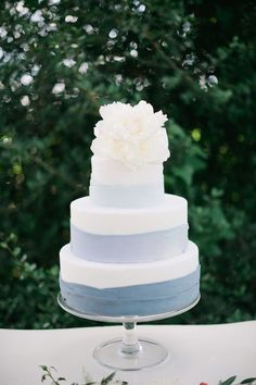 White & Blue #wedding cake