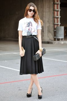 Paris Street Fashion - a-line skirt with leather belt and tee
