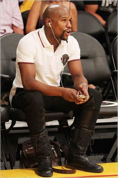 floyd-mayweather-gucci-crest-polo-shirt-christian-louboutin-surlapony-spikes-boots-lakers-opener.jpg (900×1350)
