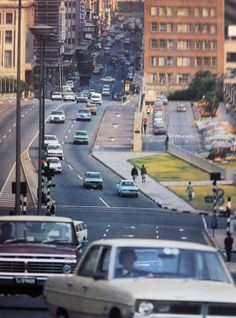 Rissik street looking down from Braamfontein 1971 Apartheid Museum, Johannesburg City, Kruger National Park, New South, Historical Pictures, African History, The Good Old Days, Countries Of The World, Nostalgia