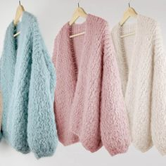 Kiro by kim bomber handknitted cardigan door Kirobykimchunkyknits Make Your Own Clothes, Diy Clothes, Kiro By Kim, Cozy Fashion, Everyday Dresses, Street Style Looks, Knitting Designs, Knit Cardigan, Trendy Outfits