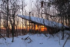 Chalet in Plantagenet, Canada. This Glamping at it best. A sleeping loft keeps gears out of the way and maximizes floor space - 380 sq feet.  Window walls letting light into every side. Built with logs. 800 m from parking lot. App. 20 min. walk requiring effort.  Located at MAR...
