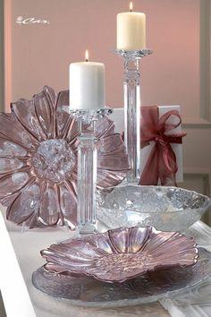 Piatti e coppa di vetro e candelieri di cristallo