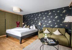 Natursuite Lebensquelle im Hotel Frosthofgut Design, Furniture, Home Decor, Wellness, Warm Paint Colors, Hotel Bedrooms, Bed, Bed Room, Vacations