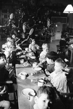 Christmas dinner for children in a home for evacuees at Henley-on-Thames, Oxfordshire, Ministry of Information Photo Division Photogr. Vintage Christmas Photos, Vintage Photos, Vintage Photographs, British Family, Henley On Thames, The Blitz, Battle Of Britain, Christmas Past, Xmas