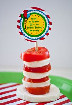 Seuss Fun Food & Craft Ideas for Kids - Over 50 of the BEST Dr. Seuss recipes, fun food, crafts, and party ideas! Dr. Seuss, Dr Seuss Birthday Party, Birthday Ideas, 5th Birthday, Birthday Parties, Happy Birthday, Good Food, Yummy Food, Fun Food