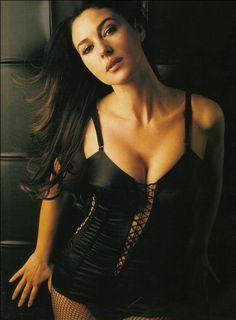 Buon pomeriggio amici  Monica Bellucci  #MonicaBellucci