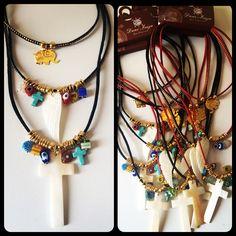 #collar triple con dije en bronce, cruz y ala de Angel en nácar, murrina cristal brasileño, con ojo turco, turquesa, y separadores en oro golfi. Ref CO-CUTADI 53.000 mil pesos  domicilios en Cali. envíos Nacionales. ☎️️whatsapp +57 3105484392.  #bisuteria #Cali #compras #Colombia #Cartagena #colección #cristales #fashion #jewelry #otoño #bogotá #moda #Europa #panama #elegance #elegante #joyas #accesorios
