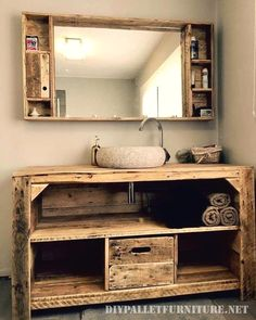 Decorate the house with your own crafted furniture items is now possible one for you. Start decorating the place from the architecture to the appealing creation of used wooden pallet furniture items. Yes, these all the latest designs furniture items Wooden Pallet Projects, Wooden Pallet Furniture, Wooden Pallets, Wooden Diy, Rustic Furniture, Vintage Furniture, Recycled Pallets, Pallet Ideas, Pallet Wood