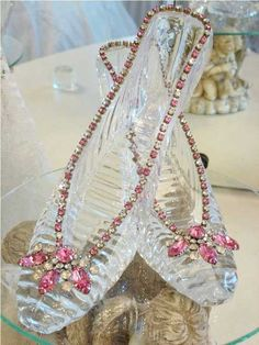 Glass slipper for Lonnie for her birthday.  Love them, sooooo pretty with the pink accents!!!  Thanks Debbie!!  xo