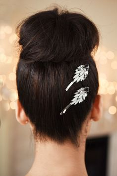 Or give party-goers something to remember you by with some hair pins at the back of your head.   15 Foolproof Ways Any Girl Can Pull Off Hair Accessories
