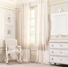 linen drapery panel lends a happily relaxed appearance to any room. Finished with a gently gathered, lightly frayed hem in a sweet contrasting shade.