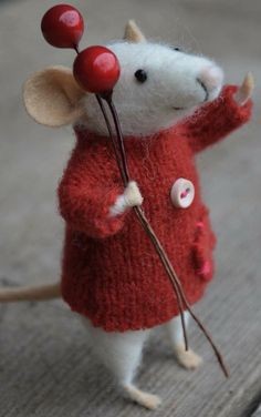 Golden Angel, Mouse with Wings, Christmas Mouse, Needle Felted Mouse, Felted… Needle Felted Animals, Felt Animals, Wet Felting, Needle Felting, Felt Christmas, Christmas Crafts, Maus Illustration, Felt Mouse, Cute Mouse