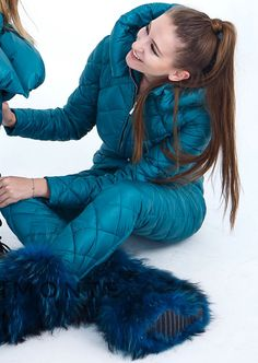 Sport Outfits, Ski Outfits, Winter Outfits, Fashion Outfits, Womens Fashion, Down Suit, Winter Suit, Snow Fashion, Puffy Jacket