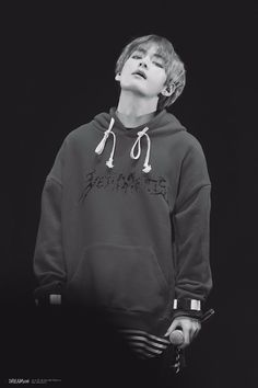 V // taehyung Bts♡ Bts Taehyung, Jimin, Kim Namjoon, Bts Bangtan Boy, Taehyung Smile, Wallpaper Computer, V Bts Wallpaper, Trendy Wallpaper, Black Wallpaper