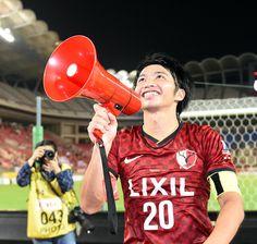 [ J1:第18節 鹿島 vs 広島 ] 試合後、サポーターに挨拶する柴崎選手。