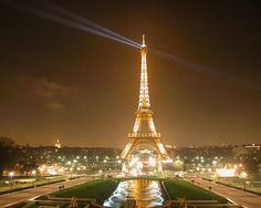 This polemic contruction,The Eiffel Tower is the major tourist attraction in Paris that has become a icon of France. Tour Eiffel, Paris Torre Eiffel, Pont Paris, Paris Eiffel Tower, Oh The Places You'll Go, Places To Travel, Places To Visit, Romantic Places, Beautiful Places