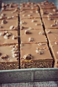 Tämä ohje on ollut vanhassa blogissani pariinkin otteeseen. Yksi makoisimmista herkuista :) Tässä hieman muokattu versio rese... Baking Recipes, Cake Recipes, Dessert Recipes, Licor Baileys, Sweet Pastries, Sweet Pie, Recipes From Heaven, Sweet And Salty, Vegan Desserts
