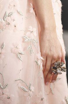 Oscar de la Renta Spring 2013 RTW - Details - Fashion Week - Runway, Fashion Shows and Collections - Vogue Fashion Moda, Pink Fashion, Couture Fashion, Fashion Pics, Runway Fashion, Style Fashion, Fashion Dresses, Plum Pretty Sugar, Pretty In Pink