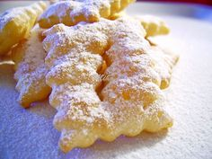 Romanian Desserts, Romanian Food, Crostoli Recipe, Baking Recipes, Cookie Recipes, Yummy Treats, Yummy Food, Croatian Recipes, Pastry And Bakery