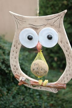 A great dumpling holder. On the branch sits a small worm. Actually too scha - A great dumpling holder. On the branch sits a small worm. Actually too scha - Clay Owl, Ceramic Birds, Ceramic Art, Slab Pottery, Ceramic Pottery, Pottery Courses, Pottery Store, Clay Ornaments, Polymer Clay Crafts