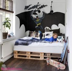 Cama de criança feita com paletes