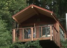 """Top Airline Executive Creates Tiny, """"Treehouse"""" Home"""