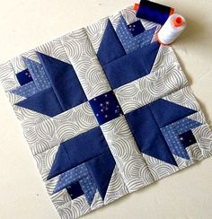 Dutch Treat Quilt by Happy Quilting This Dutch Treat Quilt Block designed by maureencracknellhandmade. The pattern is available for free. Quilt Block Patterns, Pattern Blocks, Quilt Blocks, Quilting Tutorials, Quilting Projects, Quilting Designs, Small Quilts, Mini Quilts, Flower Quilts
