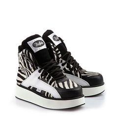 ... knöchelhoch, Obermaterial Zebra-Felloptik, mit Schnürverschluss und einer ca. 4 cm hohen Plateausohle. Der Fashion-Klassiker neu gestylt.
