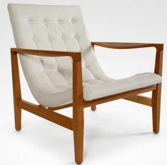 Poltrona Edda-JADER-ALMEIDA-   Medidas: 70x70x75h  Descrição: Estrutura em madeira maciça com assento e encosto em estofado captonado.  Designer: Jader Almeida