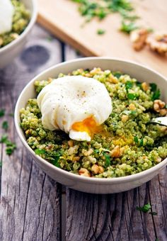 Quinoa Kale Pesto Bowls with Poached Egg #recipe #egg #quinoa