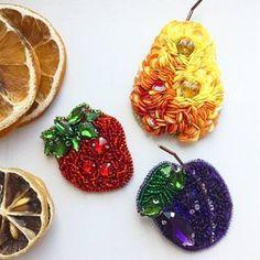 Автор @leri.pa 〰〰〰〰〰〰〰〰〰〰〰〰〰〰 По всем вопросам обращайтесь к авторам изделий!!! #ручнаяработа #брошьизбисера #брошьручнойработы #вышивкабисером #мастер #бисер #handmade_prostor #handmadejewelry #brooch #beads #crystal #embroidery #swarovskicrystals #swarovski #купитьброшь #украшенияручнойработы #handmade #handemroidery #брошь #кольеручнойработы #кольеизбисера #браслеты #браслетручнойработы #сутажныеукрашения #сутаж #шибори #полимернаяглина #украшенияизполимернойглины
