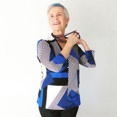 """Alguna """"nueva amistad"""" en los últimos años?#canaskilosyestilo #canas #kilos #estilo #moda #mayoresde50 #blogdemoda #bloggerspain #medicos #edad #envejecimiento #enfermedad #lookdeldia #instafashion #fashionista #gray #style #fashionblogger #fashion #fashionover50 #over50style #ootd #instastyle #bluehair #blue#friends #necklace #doctors"""