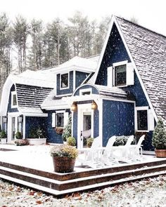 Great backyard with a deck and adirondack chairs. Navy blue house with white trim and lots of windows Dream house inspiration. Home design decor cozy house inspiration ideas. Style At Home, Future House, My House, Design Exterior, Exterior Colors, Exterior Windows, Exterior Paint, House Goals, Home Fashion
