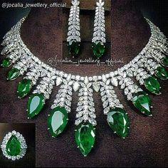 A swoontastic emeralds and diamonds set