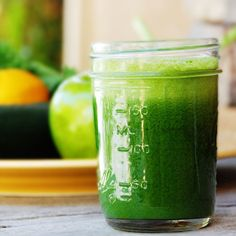 meangreen500 How to make Mean Green Juice:    – 6 leaves of kale  – 4 stalks of celery  – 2 green apples  – 1 cucumber  – 1/2 lemon  – 1 thumb-sized nob of ginger    Pop it piece by piece into your juicer. Enjoy that green juice!