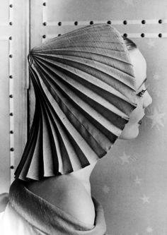 Elsa Schiaparelli hat, 1951. Photographed by Regina Relang.