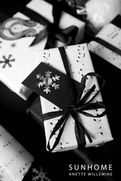 Black and white - Christmas gift wrapping