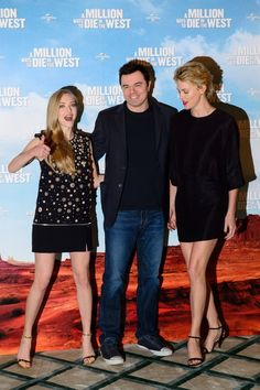 Pin for Later: This Week's Can't-Miss Celebrity Pics! Amanda Seyfried got goofy at the A Million Ways to Die in the West premiere with costars Seth MacFarlane and Charlize Theron in London on Tuesday.