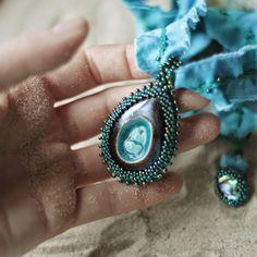 Karolina-G / naszyjnik. ceramika, koraliki, jedwab, muszla / necklace. ceramic, beads, silk, shell /// http://karolina-g.blogspot.com/2014/08/ocean.html