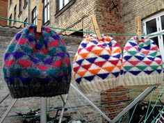 dávadóttir: søndag i advent = ny gratis opskrift :) Knit Patterns, Color Patterns, Bandanas, Knitting Socks, Knitted Hats, Crochet Yarn, Crotchet, Ear Warmers, Knitting Designs