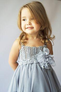 Bebé vestido de tul con estiramiento del ganchillo superior e