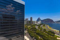 Várias universidades no Brasil e no mundo oferecem cursos gratuitos pela internet.