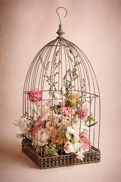 cage à oiseaux décorative, cage ancienne pleine de fleurs