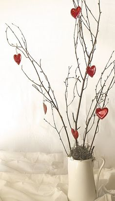 Valentine's day tree!  I am making this tomorrow.  Have the little ornaments already and some dead tree limbs outside.  Yay. will be sooo cute.