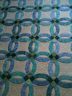 Double Wedding ring solid arcs - Studio All Day Wedding Ring Quilt, Wedding Quilts, Weding Ring, Quilting Projects, Quilting Designs, Quilt Design, Ocean Quilt, Double Wedding Rings, Batik Quilts